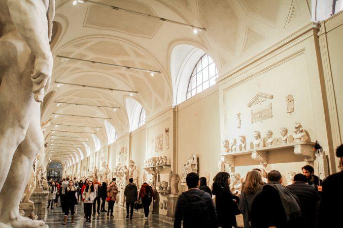 Museum med en masse statuer